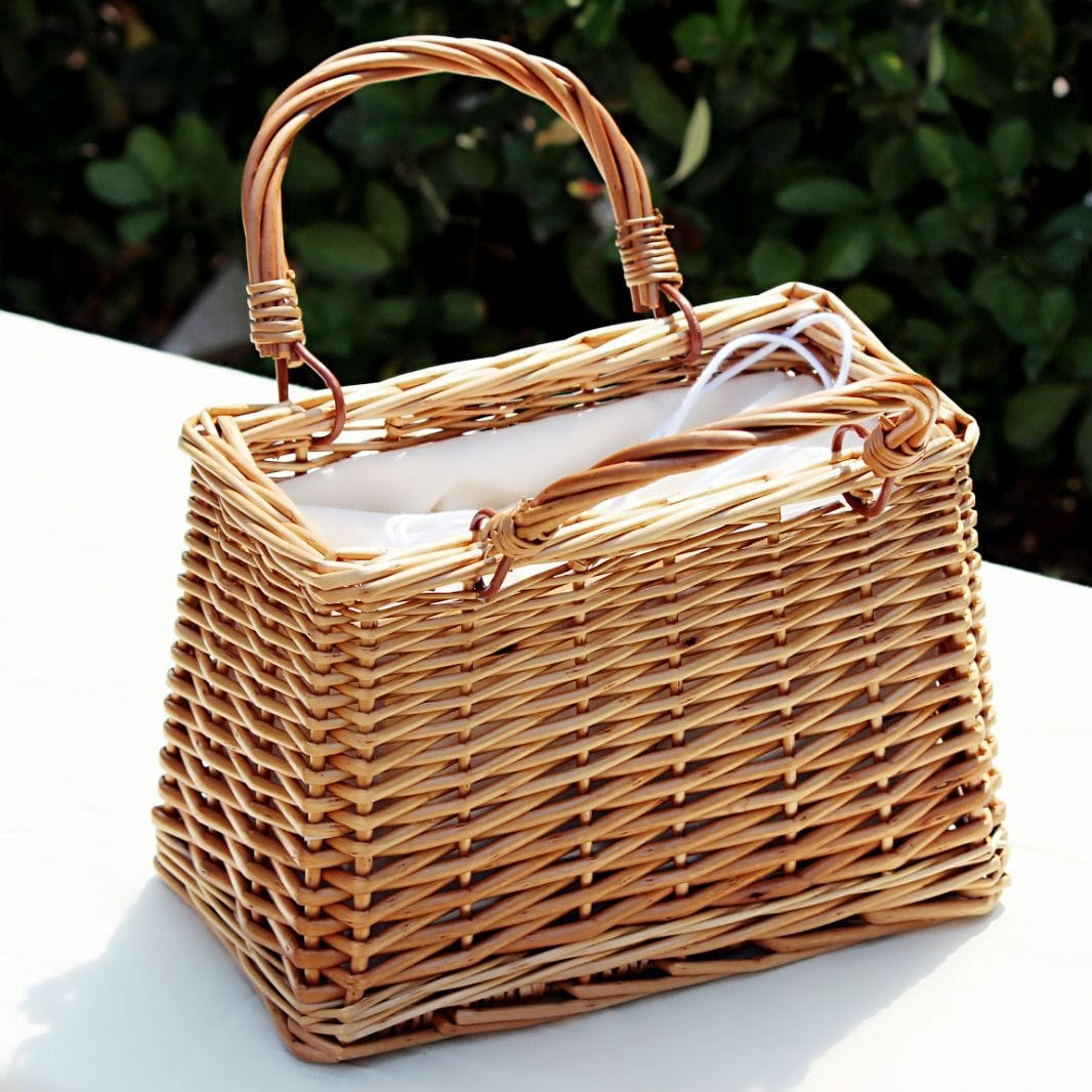 Holiday rattan clutch top