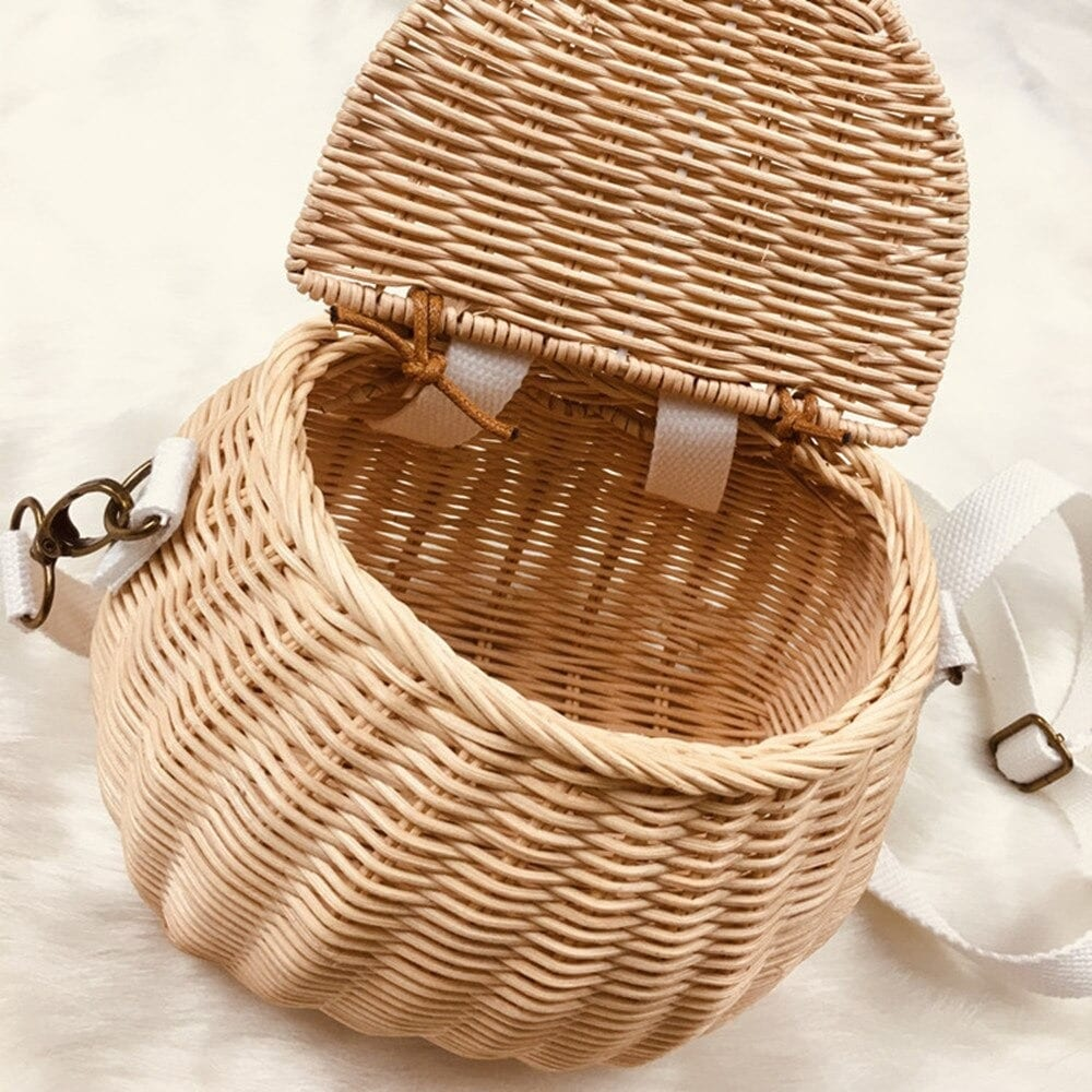 How many natural rattan clutch suggest