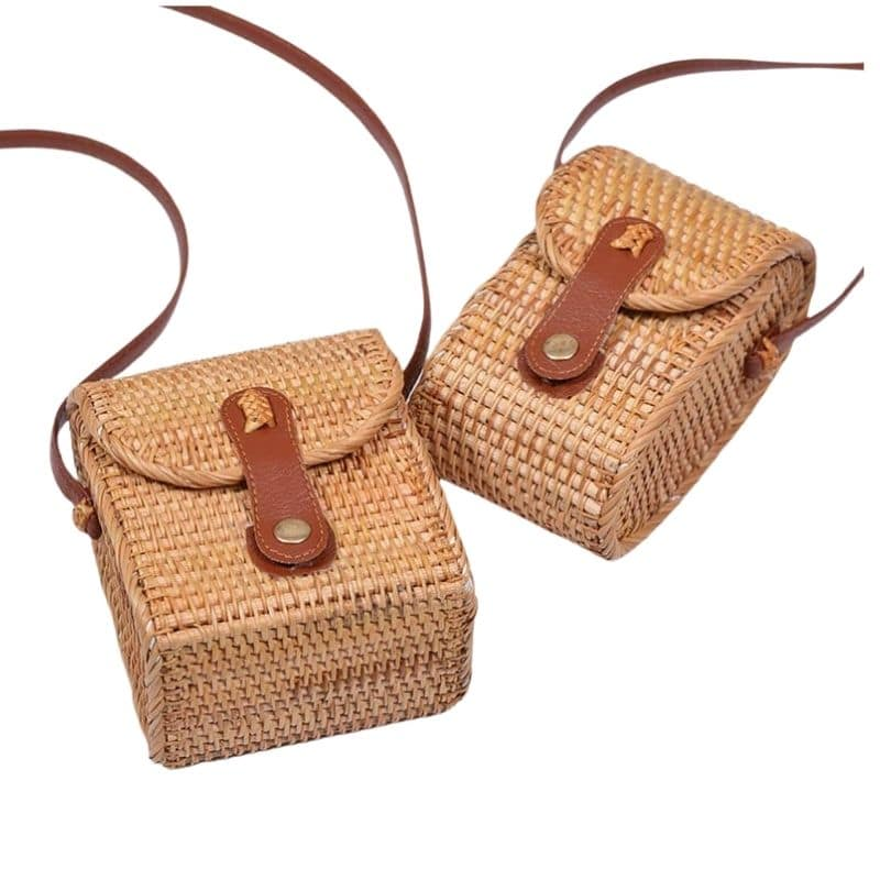 Figure Out Chain Woven Bags On Travel