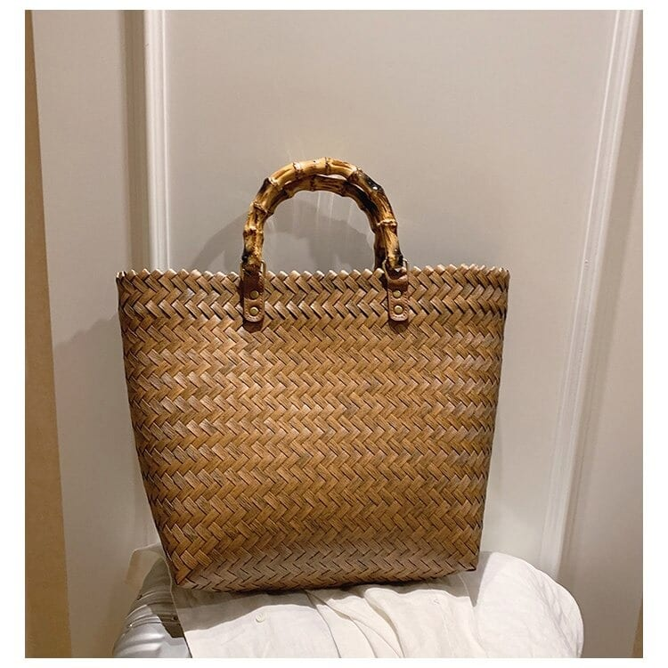 How half moon woven leather tote good