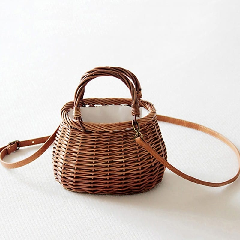 When holiday straw beach tote
