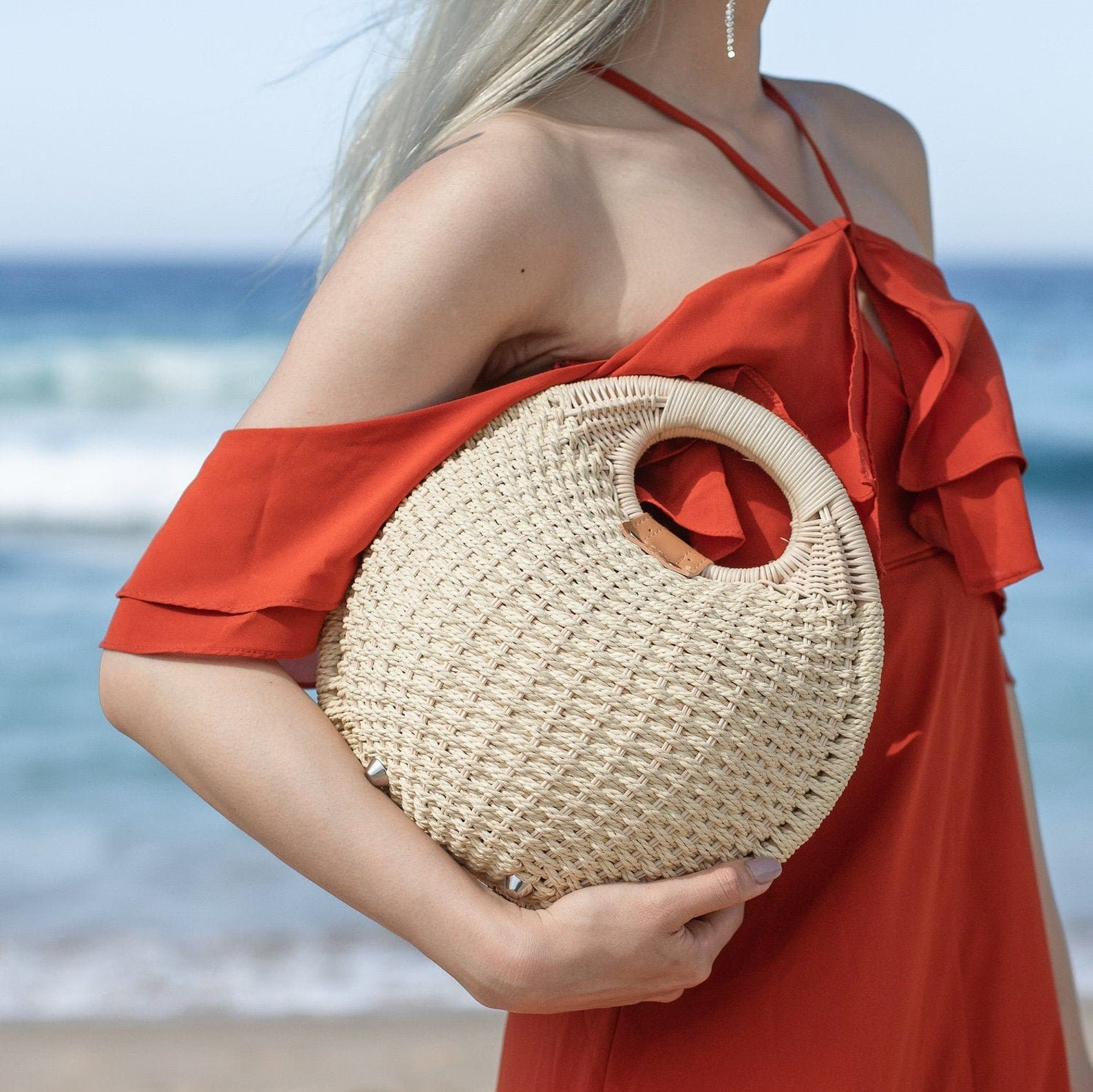 Solid straw bag