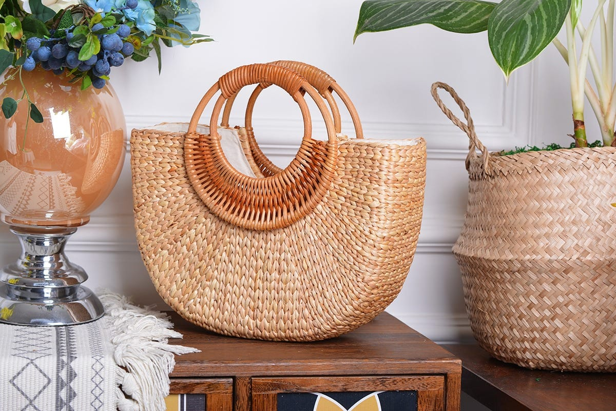 How much vacation straw beach tote