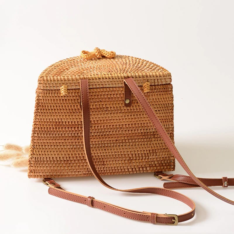 Crossbody wicker handbag