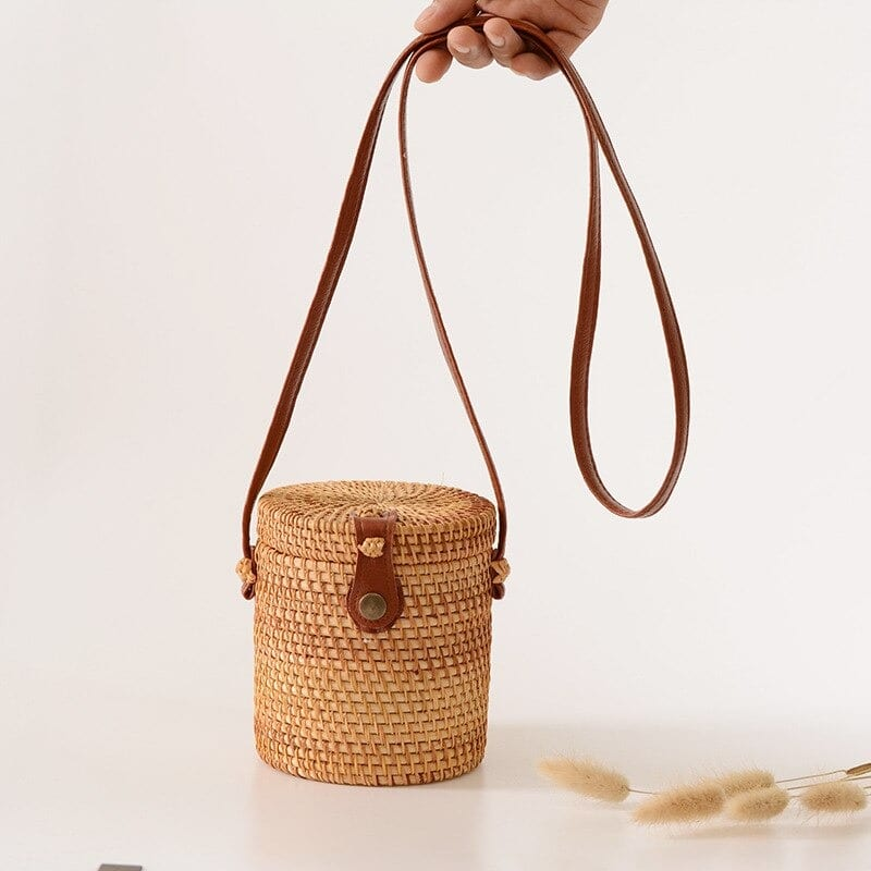 When casual straw tote beach bag