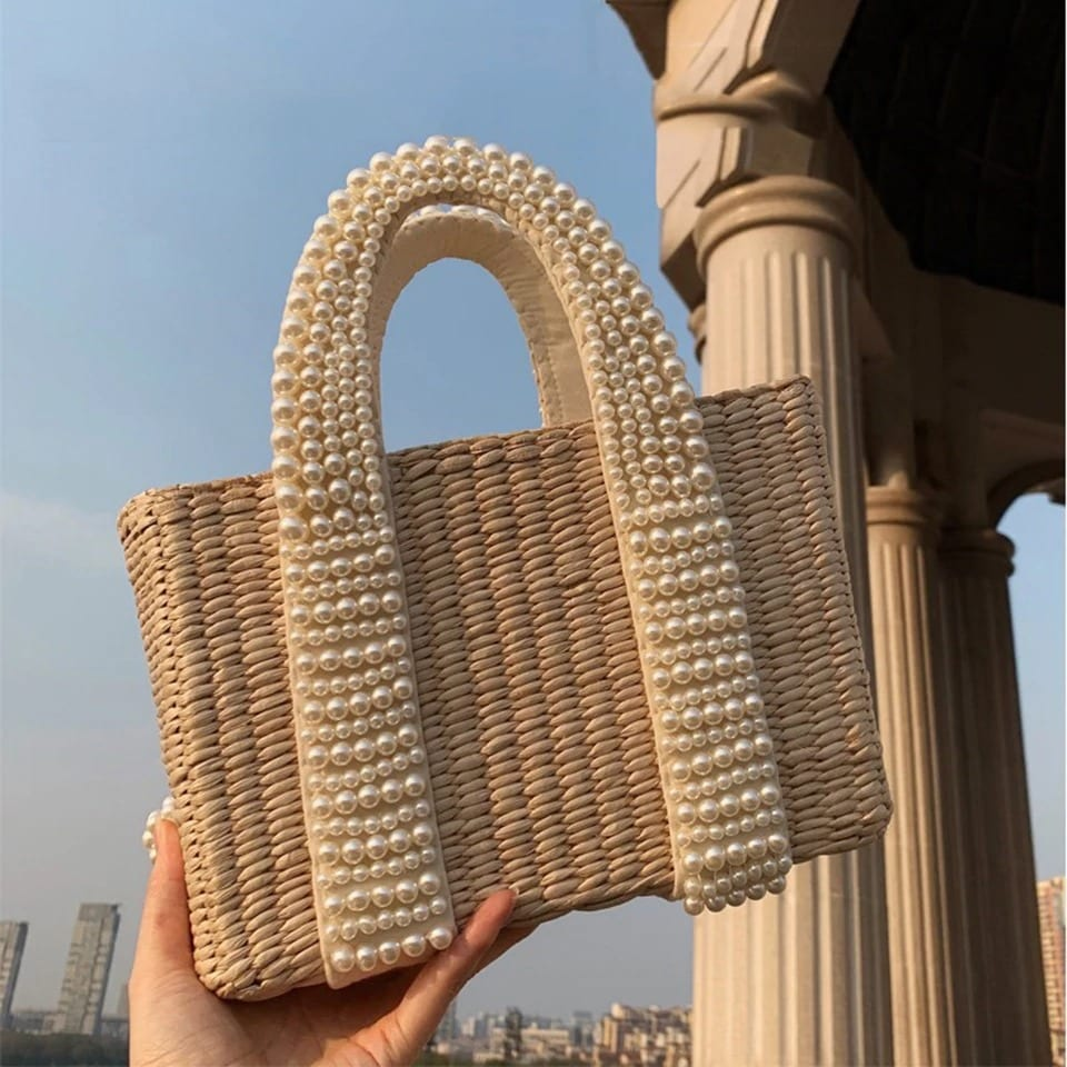 Where handle straw clutch