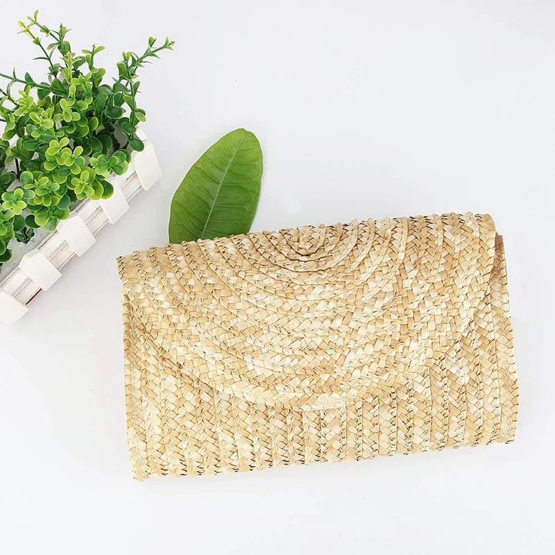 How beach and straw clutch bags good