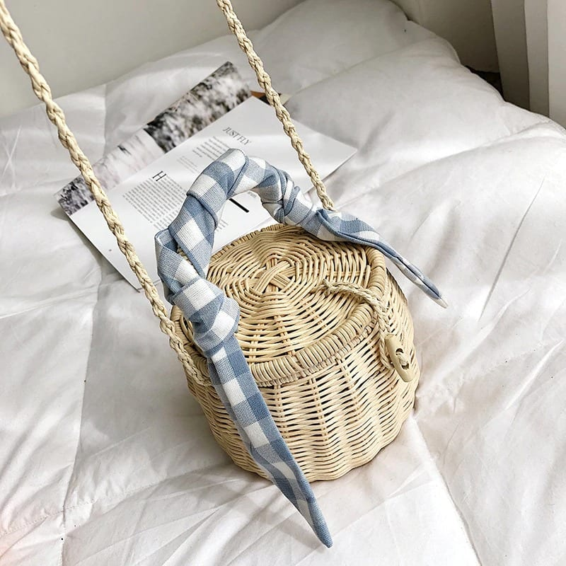 Small woven straw clutch bags