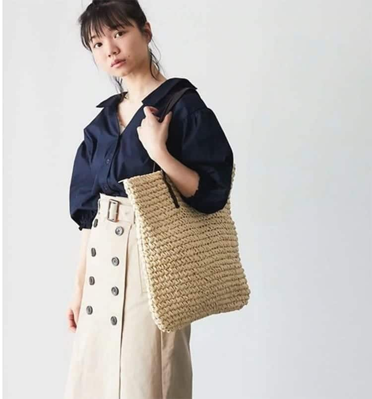Which casual straw handbag