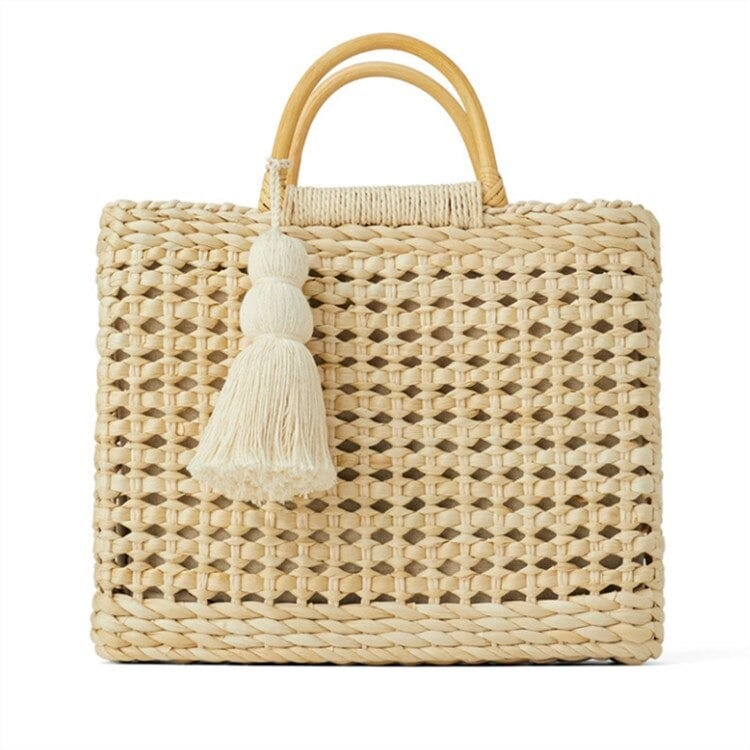 How long summer straw purses and totes suggest