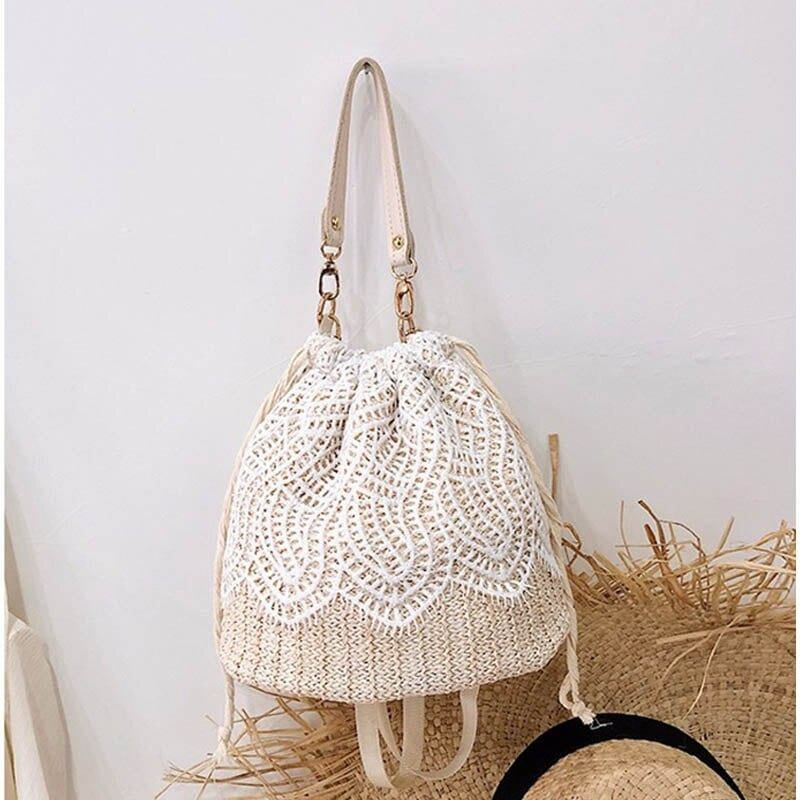 Knitted circle straw bag