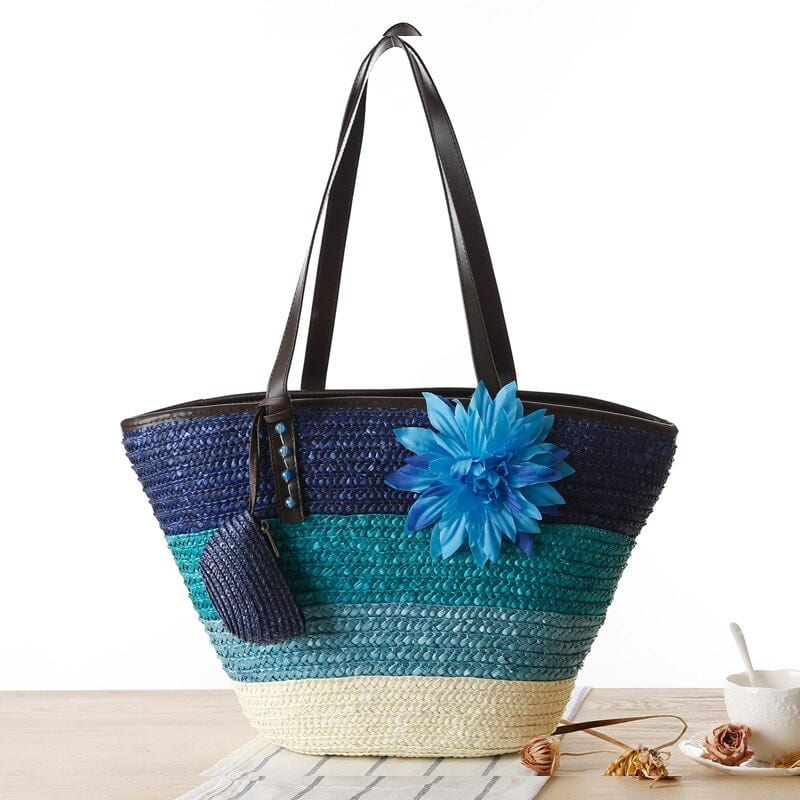 Soft round straw purse