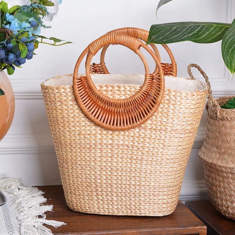 Which bamboo straw purse suggest