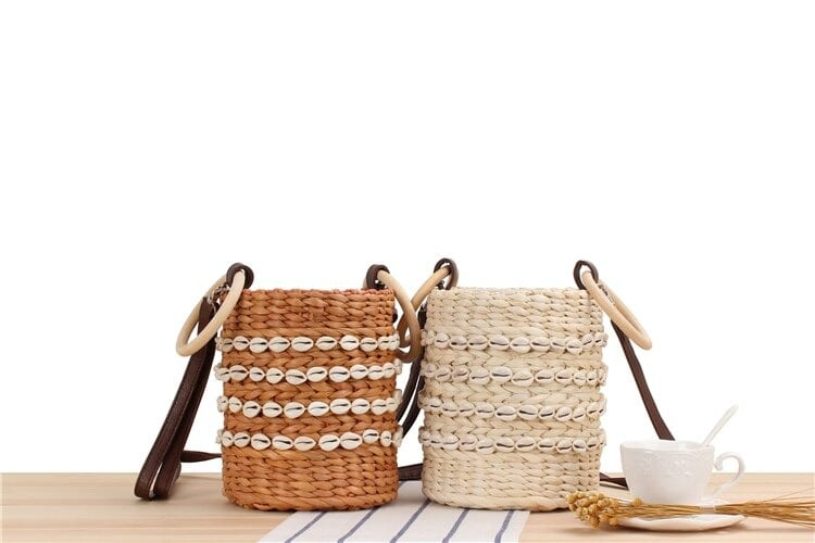 What vacation wicker handbag