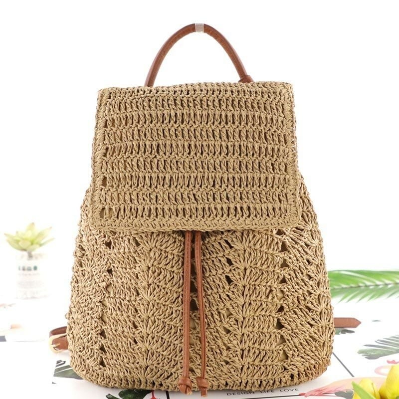 How natural straw purse suggest