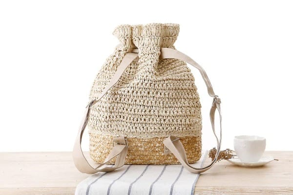 How many straw shoulder bag with zipper