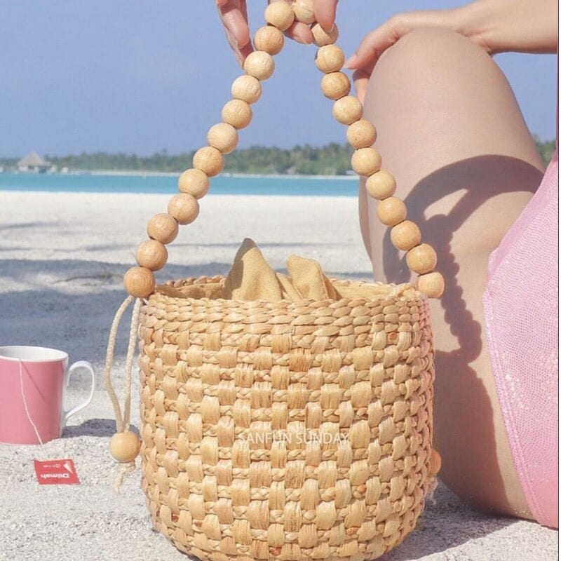 How many round straw crossbody bag with zipper