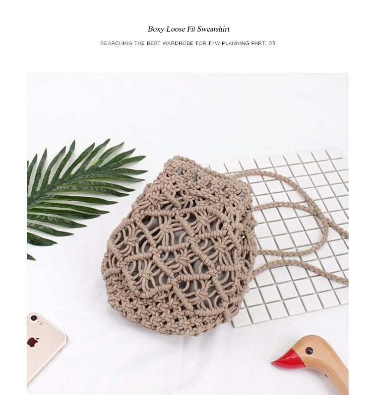 Round rattan bag with flowers