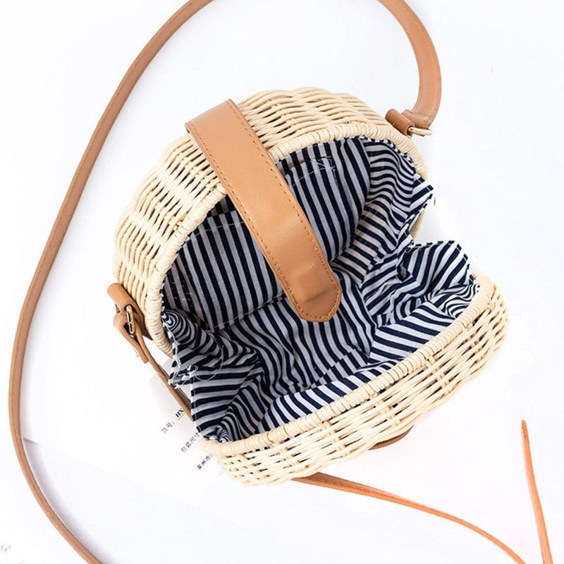 How natural wicker handbag
