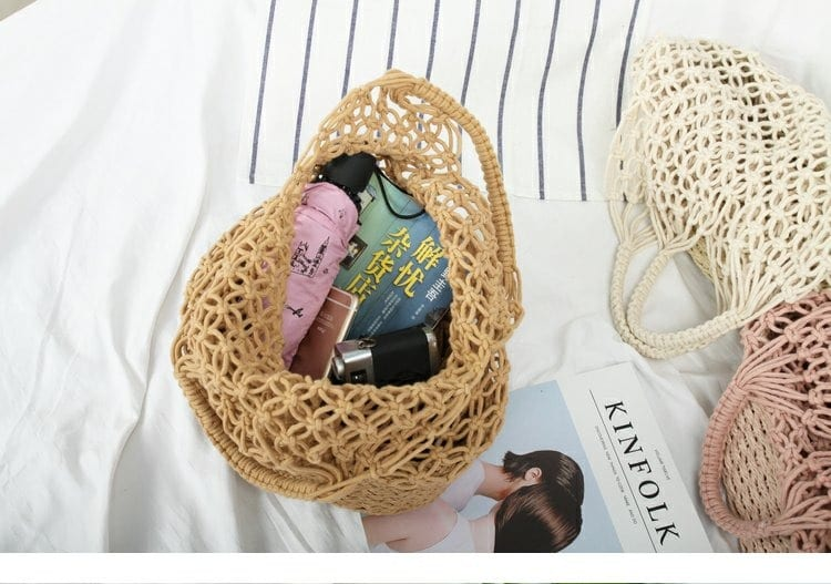 What casual circle straw bag suggest